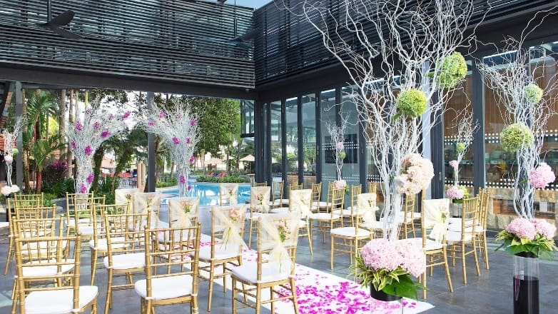 Pool Bar & Grill@8, for those who love having events by the pool! Source: Le Méridien Kuala Lumpur